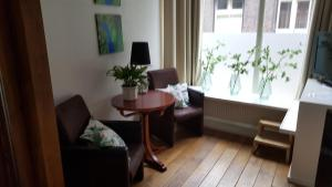 A seating area at Shortstay Zwolle