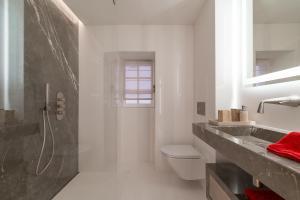 A bathroom at La maison du Portalet