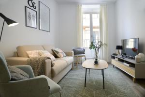 Coin salon dans l'établissement Aspasios Gran Via Apartments