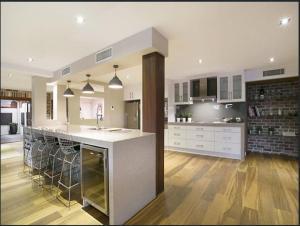 A kitchen or kitchenette at Riverfront Dream