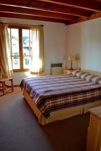 Una cama o camas en una habitación de Apart Hotel del Chapelco