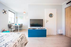 Telewizja i/lub zestaw kina domowego w obiekcie Apartament Kompas