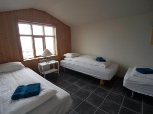 A bed or beds in a room at Puffin Apartment Bakkabraut