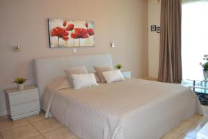 A bed or beds in a room at Marianna Hotel Apartments