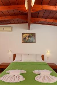 Letto o letti in una camera di Nikos Hotel