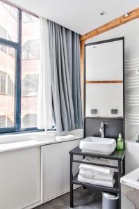A bathroom at Sloth Loft Montmarte