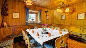A restaurant or other place to eat at Wirtshaus im Zauberwald