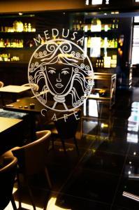 Logotipas arba ženklas, žymintis apartamentų viešbutį