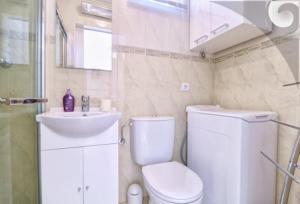 Uma casa de banho em Tea2 Apartment