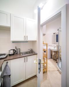 A kitchen or kitchenette at A/C + TERRACE Breakfast at Tiffany's