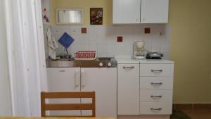 A kitchen or kitchenette at Finida Garden Apartments