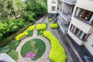 En udsigt til poolen hos Apartments Kremer I Cracow eller i nærheden