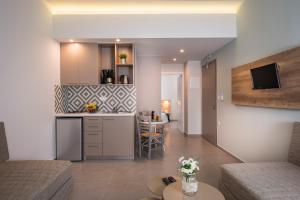 Η κουζίνα ή μικρή κουζίνα στο Irini Stalos Apartments