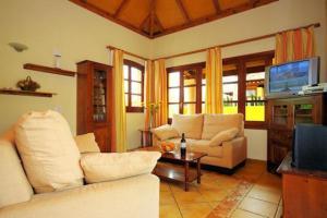A seating area at Villas Brisas del Mar