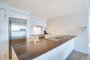 A kitchen or kitchenette at Mantra Sierra Grand