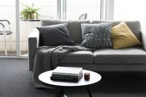 A seating area at Tyrian Serviced Apartments Fitzroy