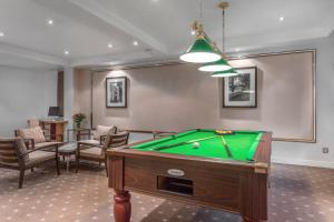A pool table at Royal Regency By Diamond Resorts