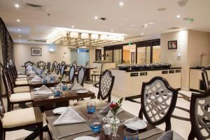 A restaurant or other place to eat at Coral Muscat Hotel and Apartments