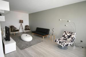 Uma área de estar em Modern Apartment next to the sea front - Cascais