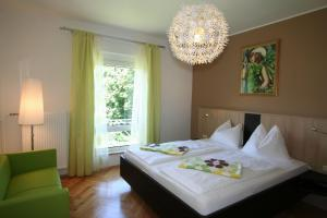 A bed or beds in a room at Buchenheim Apartments