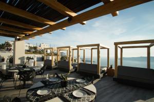 מסעדה או מקום אחר לאכול בו ב-Galaxy Suites & Villas