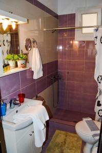 A bathroom at Antigone View Apartments