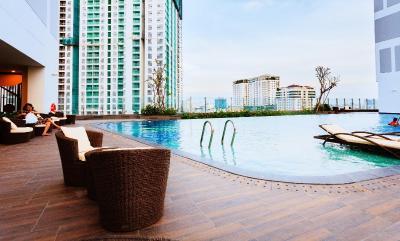 Creamy Central RiverGate Apartment