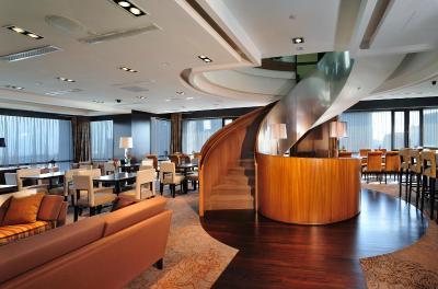 Peninsula Excelsior Hotel (半島怡東酒店)