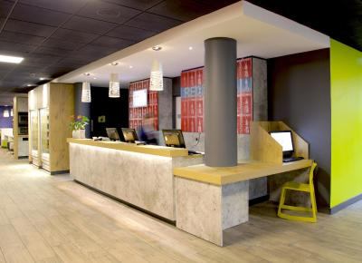 The lobby or reception area at ibis budget Manchester Salford Quays