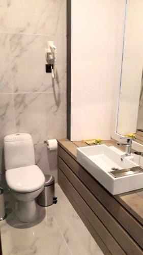 Ванная комната в PEOPLE Red Square Hotel