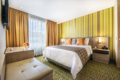 A bed or beds in a room at Apartamentos Plaza Suites