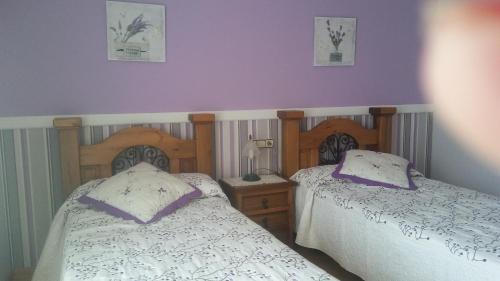 Cama o camas de una habitación en Apartamentos Miguelo, C.B