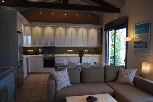 A kitchen or kitchenette at Verde Blu Beach Resort
