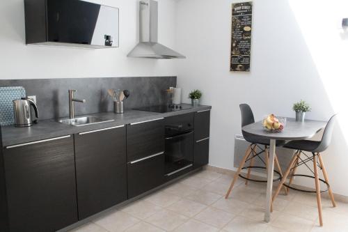 Cuisine ou kitchenette dans l'établissement Le loft du Clos d'Esquay