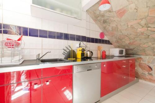 A kitchen or kitchenette at Un Chaleureux Paradis