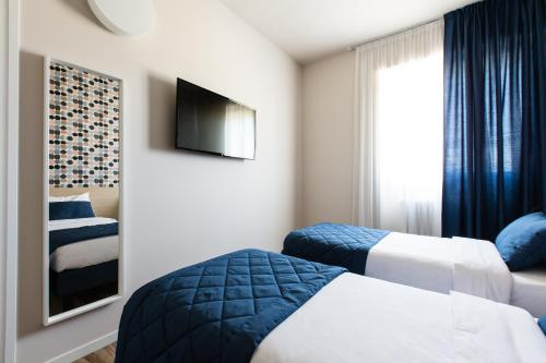 A bed or beds in a room at Aparthotel Isola