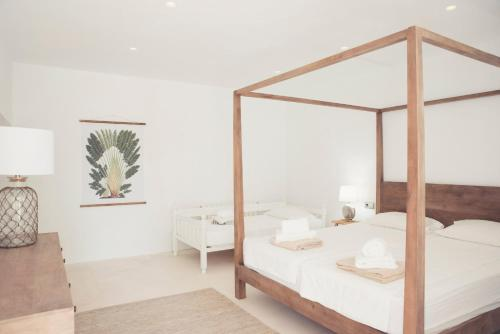 A bed or beds in a room at Villa Prana Ibiza