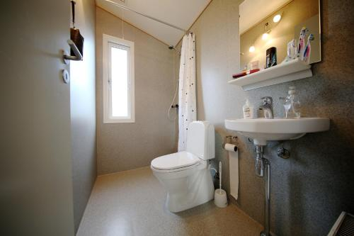 Et badeværelse på Tangsø Hytteby