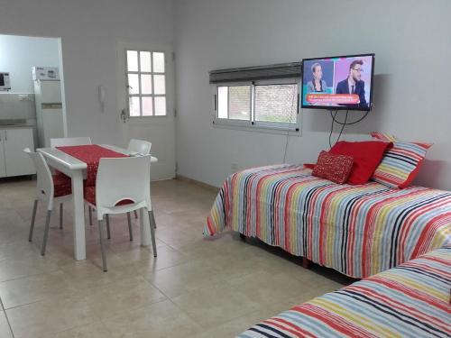 """Una televisión o centro de entretenimiento en """"Los Abrojos"""" 1"""