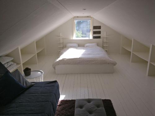 A bed or beds in a room at Lägenhet Färjestaden