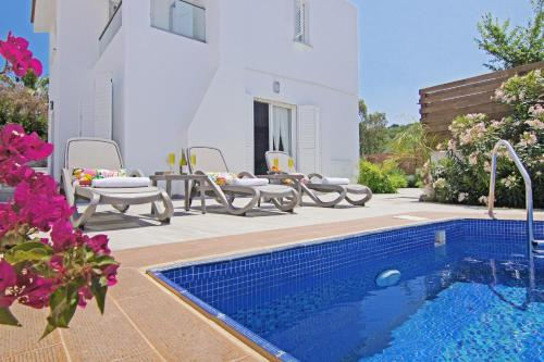 The swimming pool at or near Villa Avalon