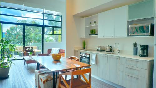 A kitchen or kitchenette at San Jose Corporate Stays Arborea Flats Suites
