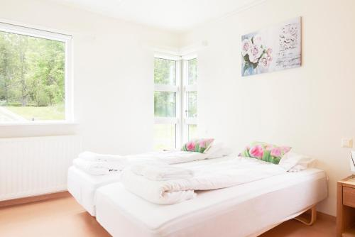 A bed or beds in a room at Golden Circle Apartments