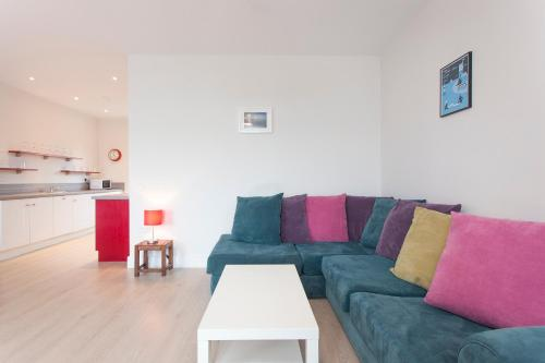 A seating area at Garryvoe Beach Homes