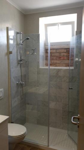 A bathroom at Rossio Studios