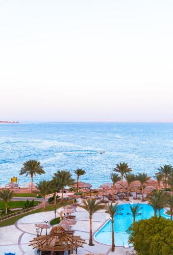 Вид на бассейн в Coral Beach Resort Tiran (Ex. Rotana) или окрестностях