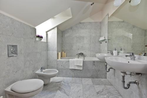 Um banheiro em Royal Prague City Apartments