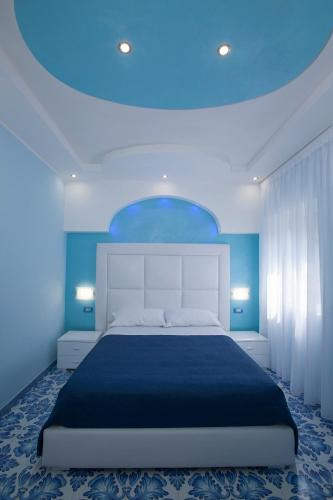 A bed or beds in a room at Golfo Delle Sirene