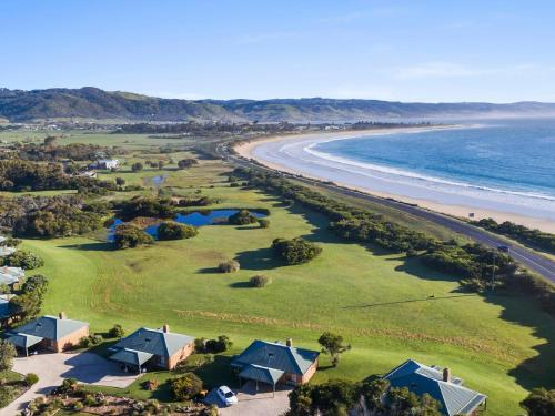 A bird's-eye view of Apollo Bay Cottages