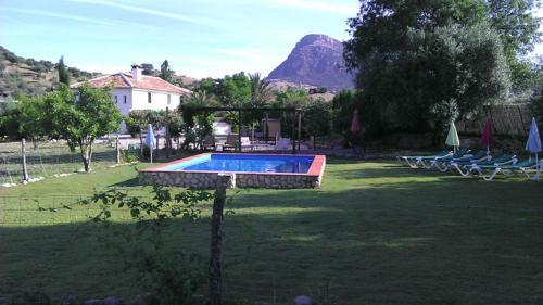 Piscina en o cerca de Casa Rural Huerta La Terrona